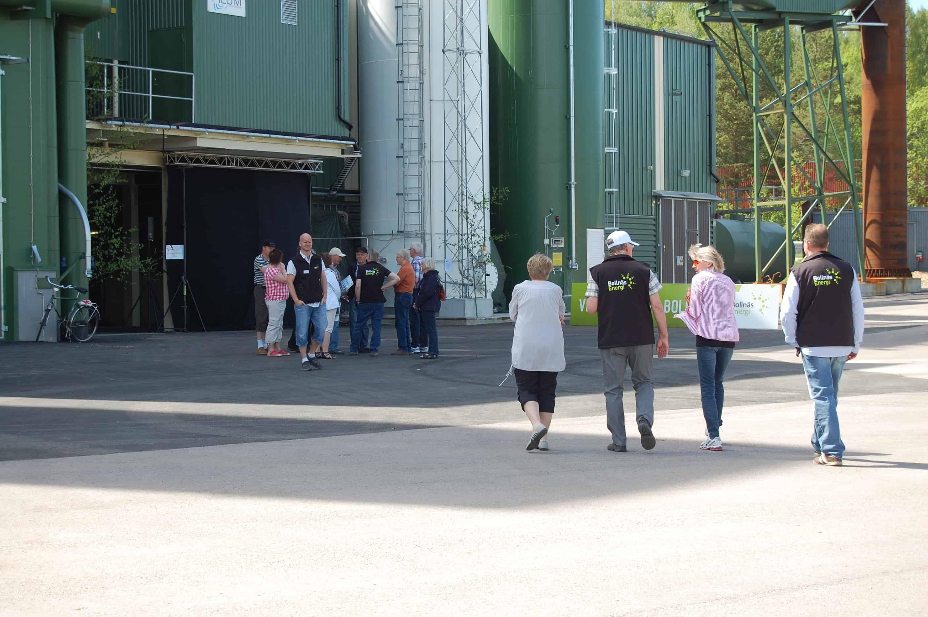 Bild av besökare på Säverstaverket